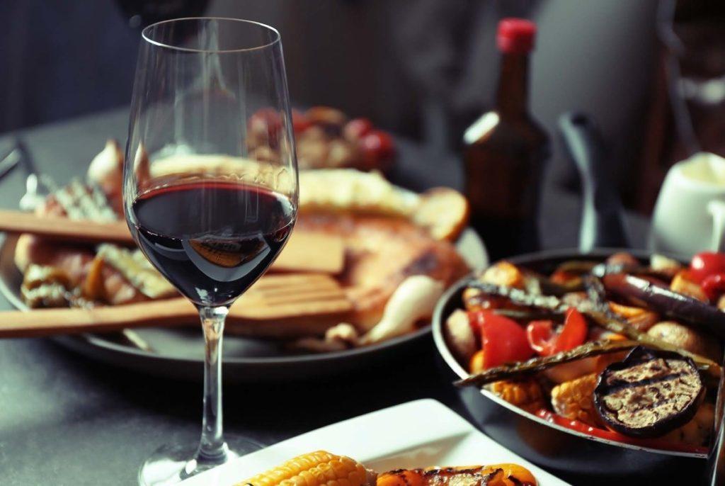 Как сочетать вино с едой