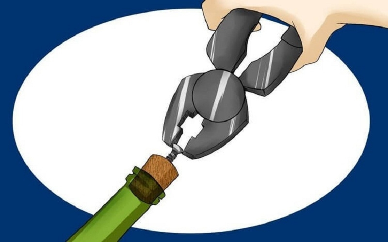 Открыть бутылку вина плоскогубцами без штопора