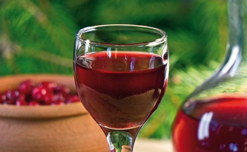 Вино из боярышника и яблок фото