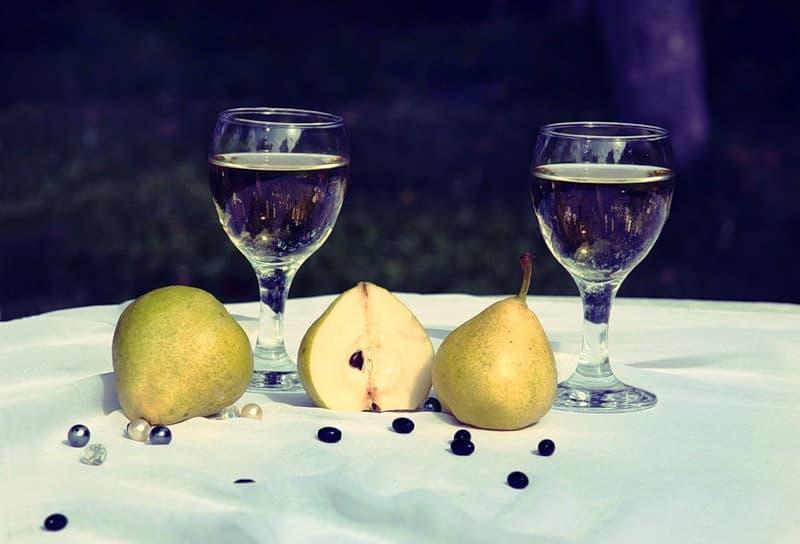 Грушевое вино. Рецепт из дикой груши