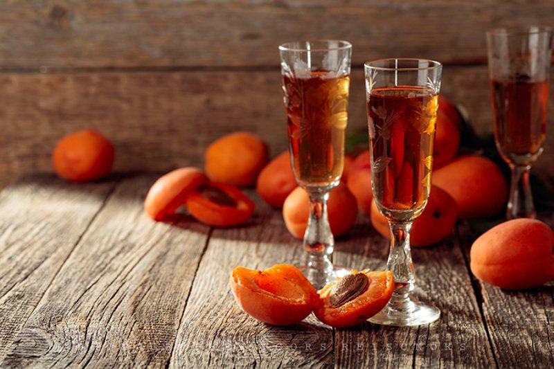 Ликер из абрикосов в домашних условиях