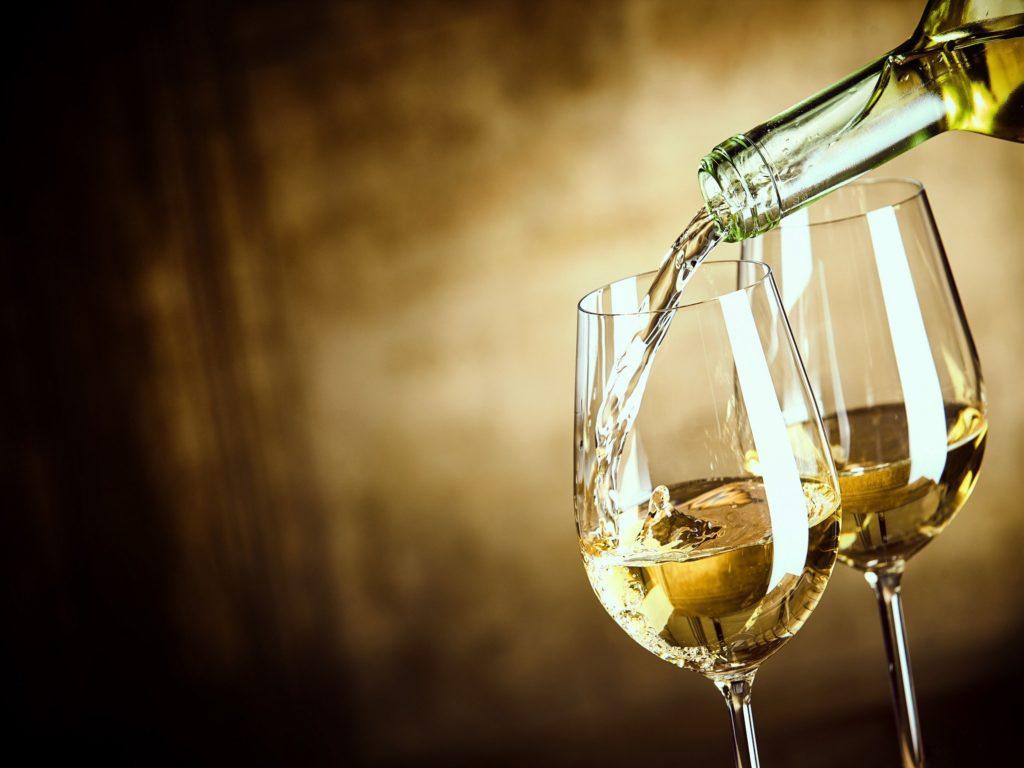 Оклейка домашнего вина