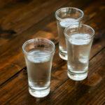 Как правильно разбавить спирт водой?