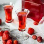 Клубничный ликер: 5 простых рецептов в домашних условиях