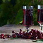 Ликер из вишни: 5 простых рецептов